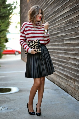 mi aventura con la moda blogger bag jewels animal print stripes pleated skirt fall outfits animal print bag bracelets pearl stacked bracelets jewelry