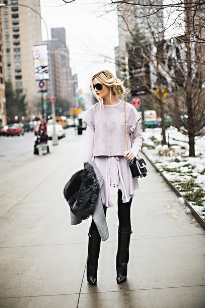 barefoot blonde blogger sweater blouse leggings winter outfits