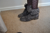 shoes,studs,boots,grey,ankle boots