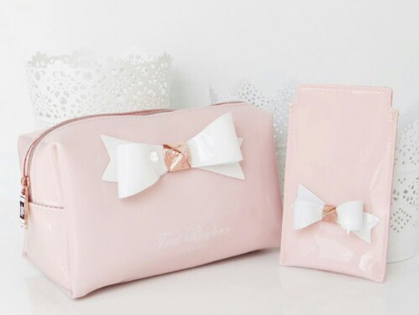 makeup bag baby pink bows ted baker holiday gift holiday gift romantic