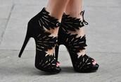 shoes,black shoes,leaves,black heels,black,black high heels,sexy,gorgeous,gold embellishments,high heels,cute high heels