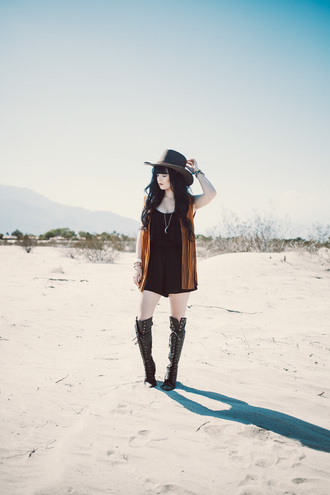 jag lever blogger romper hat knee high boots coachella festival vest