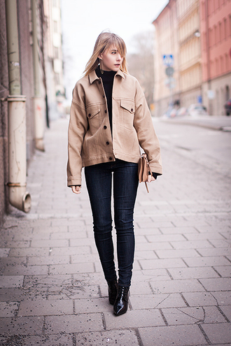 chaloth blogger beige jacket skinny jeans