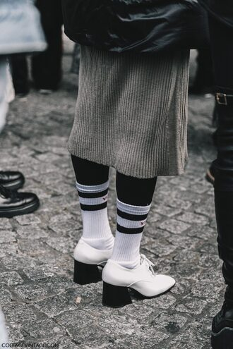 shoes tumblr fashion week 2017 streetstyle white shoes thick heel mid heel pumps socks skirt midi skirt midi knit skirt grey skirt knitted skirt