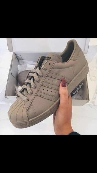 nude nude sneakers grey grey sneakers adidas brown brown shoes adidas shoes adidas superstars shoes brown/tan beige trainers originals superstar adidas originals leather lovely girly girl beautiful baige addidas superstars leather low top sneakers sneakers adidas superstar beige neutral beige shoes