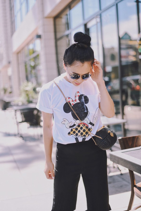 t-shirt graphic tee minnie tee crossbody bag sunglasses pants blogger blogger style