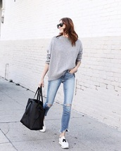 sweater,grey sweater,blue jeans,sneakers,white sneakers,sunglasses,bag,tote bag,jeans,denim