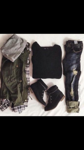 coat blue skinny jeans blue jeans jeans black top black t shirt t-shirt combat boots shoes sweater