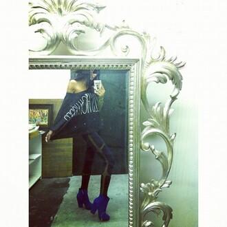 pants mesh leggings black leggings blue heels boots batwing shirt black top shoes