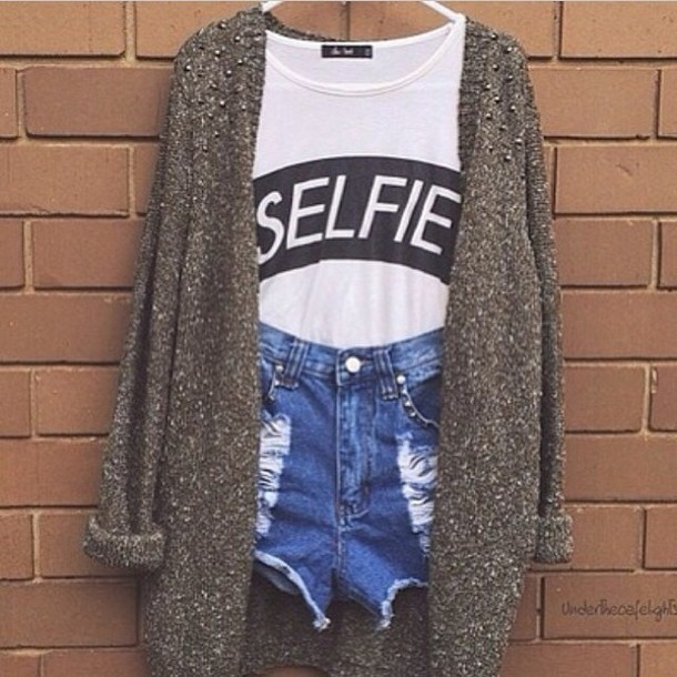 shirt selfie girly girl teenagers teenagers cute cutie cute outfits cute shirt shorts b&w sweater oversized sweater winter sweater summer shirt t-shirt jacket shoes cardigan ripped jeans crop tops graphic tee white shirt denim shorts