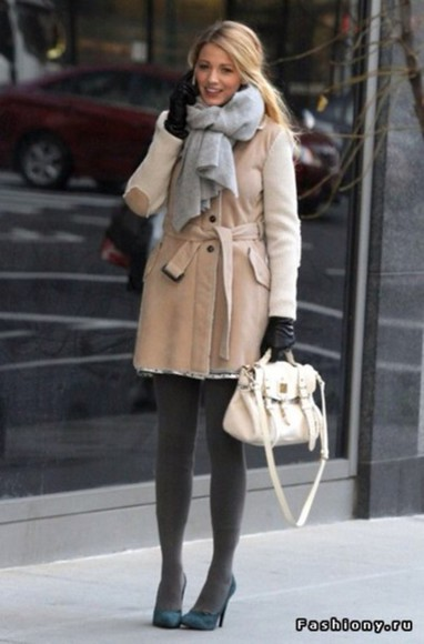 gossip girl blake lively scarf scarf accessories coat winter outfits winter coat automn beautiful grey beige designer fall outfits nude wool coat