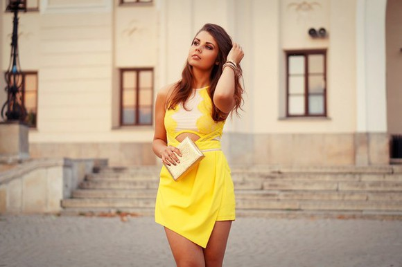yellow dress blogger a piece of anna jewels cut-out dress clutch