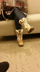 shoes,boots,snow boots,furry boots,fur boots