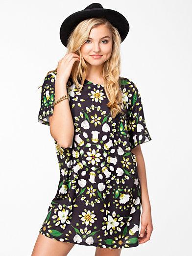 Inflorescencs T - Shirt Dress - Textile Federation - Black/Green - Dresses - Clothing - Women - Nelly.com Uk