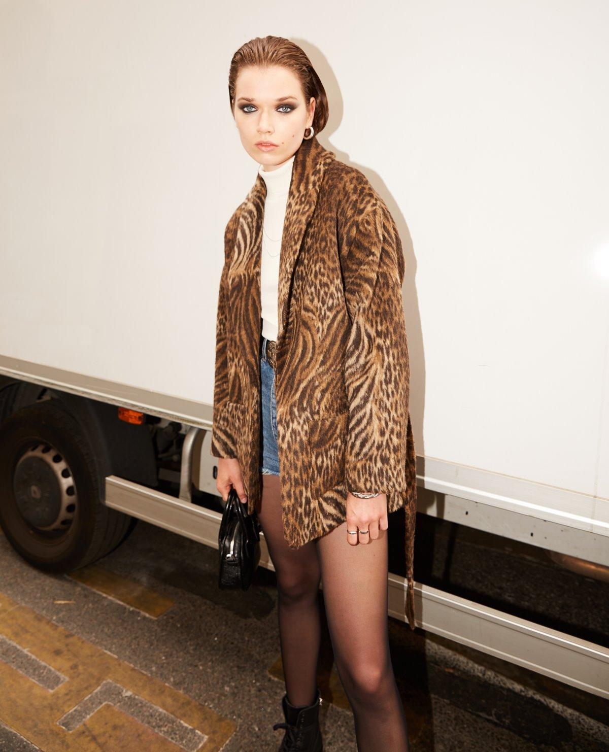 Short belted wool leopard coat