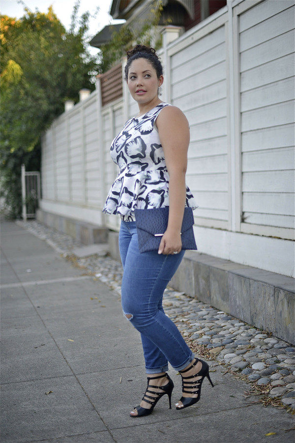 girl with curves blogger jeans top bag curvy sleeveless top plus size jeans plus size top plus size sandals sandal heels high heel sandals spring outfits