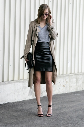 katiquette blogger sandals leather skirt trench coat grey t-shirt classy