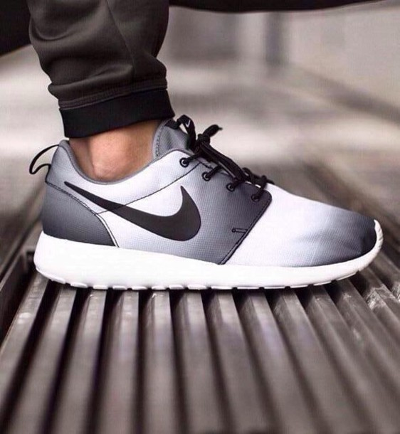 nike roshe run black and white ombre nails