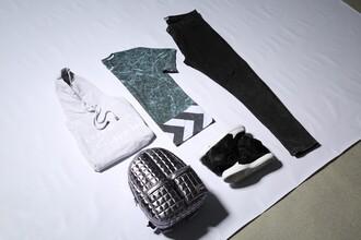 backpack silver white sweater black sneakers black jeans all over print hoodie all over print sweatshirt all over print leggings all over all over print sweter ootd lookbook