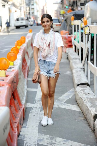 shorts top sneakers summer outfits victoria justice shoes