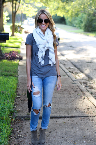 lolo mag blogger sunglasses jeans shoes bag ripped jeans blanket scarf