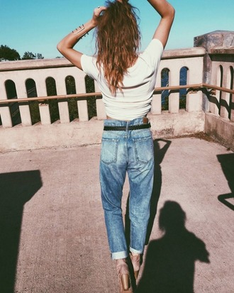 jeans girlfriend jeans express fall outfits summer outfits streetstyle streetwear cool cool girl style white top denim blue jeans light blue baggy jeans baggy