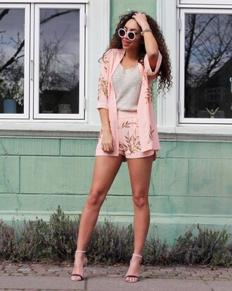 from hats to heels blogger shoes sunglasses