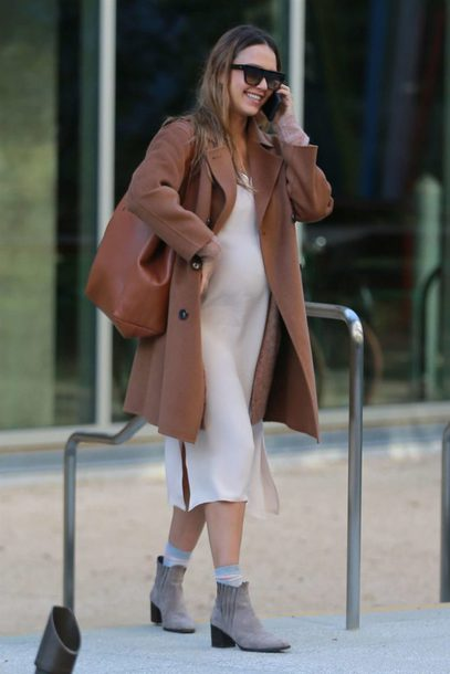dress coat camel coat jessica alba ankle boots streetstyle fall outfits