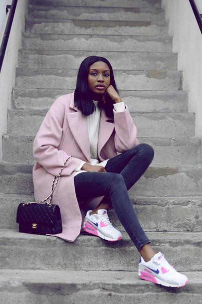 Bisous Natascha Blogger Pink Coat Chanel Bag Skinny Jeans Nike Sneakers Coat Sweater