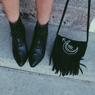 bag on point clothing fall outfits fall accessories boots fringed bag fringes black all black everything black boots pointed toe cute style fashion arrow arrows moon crescent moon crescent indie fashionista perfect dark