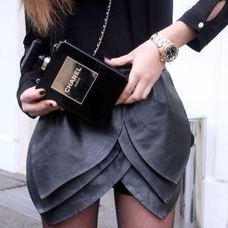 bag chanel purse black black bag black chanel bag gold black purse skirt black leather skirt leather rock celebrity style chicityfashion goth grunge la style pleather scalloped edges grey skirt tulip skirt