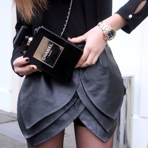 skirt tulip skirt grey skirt black bag black bag chanel chanel bag chanel purse black chanel bag gold black purse leather leather skirt rock'n'roll celebrity style chicityfashion goth grunge la style pleather scalloped edges