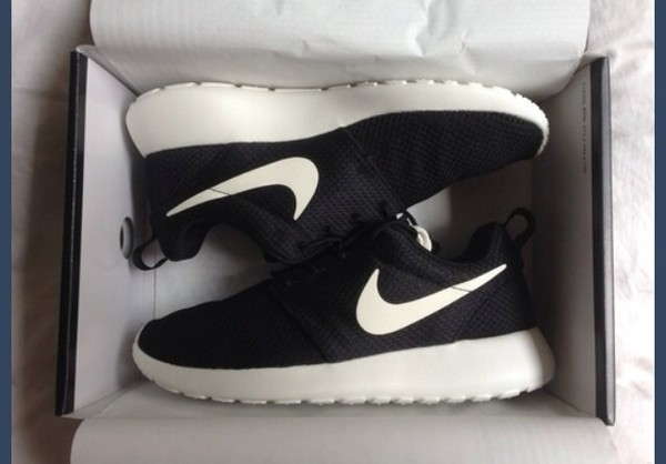 shoes nike nikes nike roshe run nike roshe run black and white blacknikes nike running shoes black and white nike free run black and white