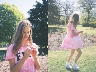 pink summer outfits white dress tie dye teenagers festival festival dress flowers heels ootd