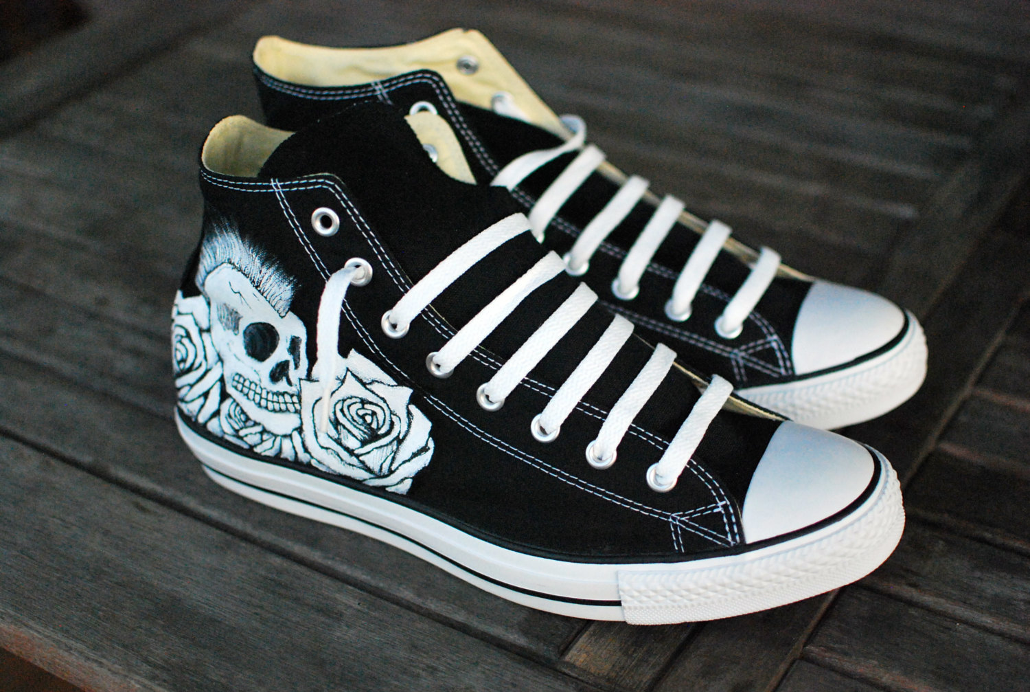Rocker skull and roses hi top converse