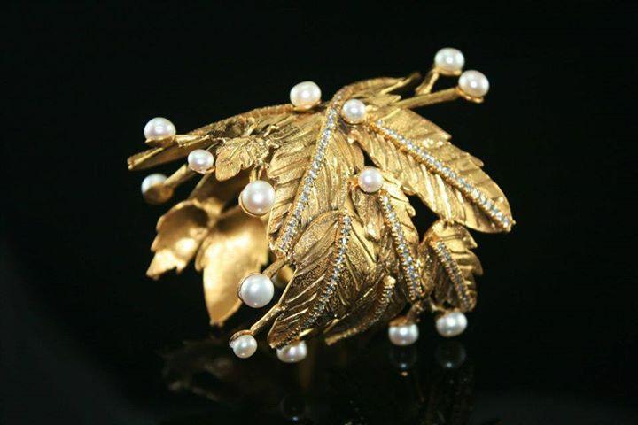 Leaf freshwater pearls bangle