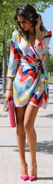 multicolor,dress,geometric print dress,wrap dress,summer dress,summer outfits,pumps,pointed toe pumps,pink pumps,bag,pink bag