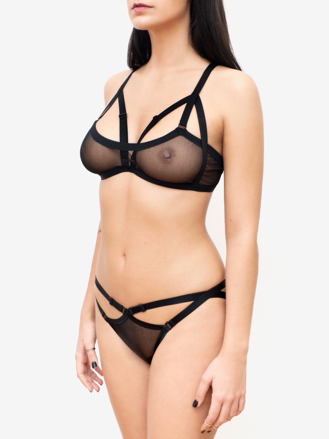 Product Features Featured in cage style, this bra gives you a different look for a.