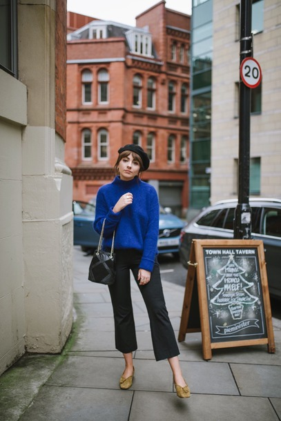 sweater tumblr blue sweater knit knitwear knitted sweater beret denim jeans black jeans cropped jeans shoes