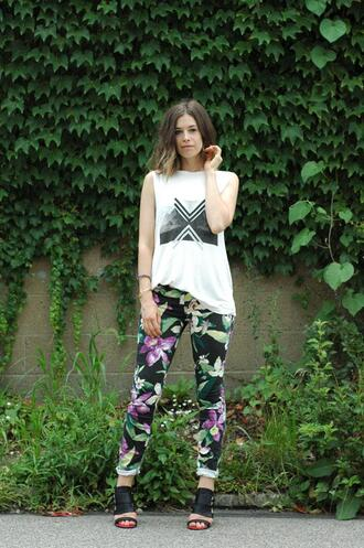 shoes jewels pants t-shirt jeans orchid grey