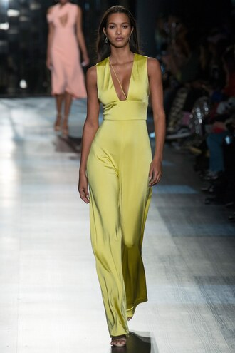jumpsuit lais ribiero model runway ny fashion week 2017 fashion week 2017 plunge neckline cushnie et ochs