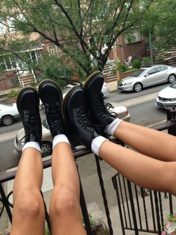 shoes boots black combat boots tumblr grunge grunge shoes dark DrMartens