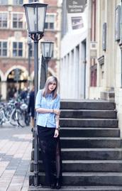 bekleidet,blogger,blue shirt,slit skirt,blouse,skirt,shoes,bag,jewels,slit maxi skirt