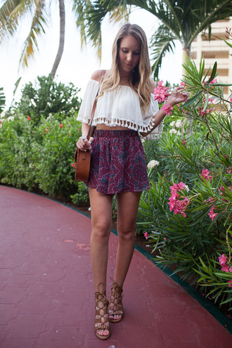 twenties girl style blogger shorts top bag shoes jewels blouse brown bag shoulder bag spring outfits sandals summer outfits