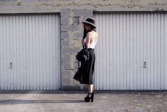 karina blog blogger skirt white top black skirt zara black hat platform heels