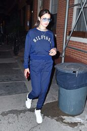 sweater,sweatshirt,bella hadid,sneakers,streetstyle,sweatpants,model off-duty,pants