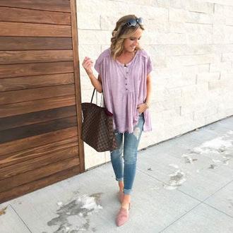 twopeasinablog blogger top jeans sunglasses jewels