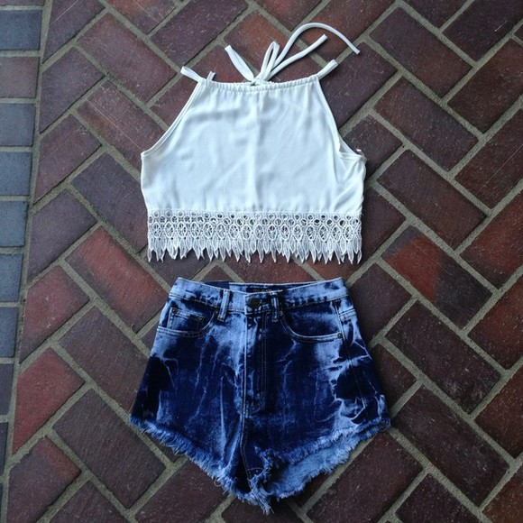 shirt high waisted short white lace top jeans bleached shorts bleached jeans bleached denim denim high waisted jeans high waisted denim shorts distressed high waisted jeans cute jeans high waisted jeans vintage cute tank top white turtle neck gold chain jewels jumper cardigan sweater grey black cute too fringe top cute top cute tops fringe lace