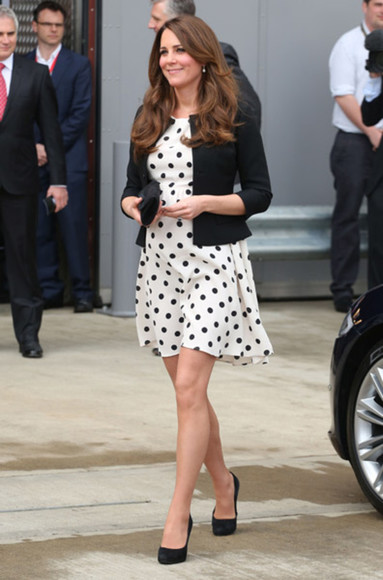 dress kate middleton polka dots black and white skater dress topshop maternity dress celebrity celebrities celebrity dresses celebrity style steal celebrity style