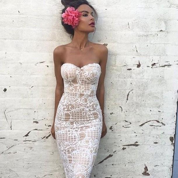 Sleeveless lace pencil dress